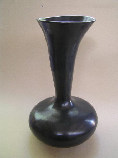 Trumpet Vessel Black